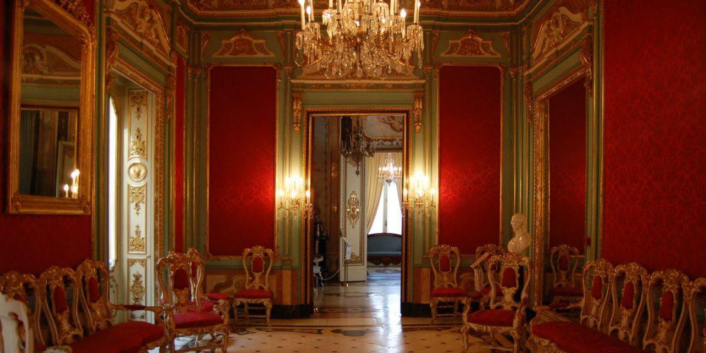 Роскошные залы музея керамики в Валенсии