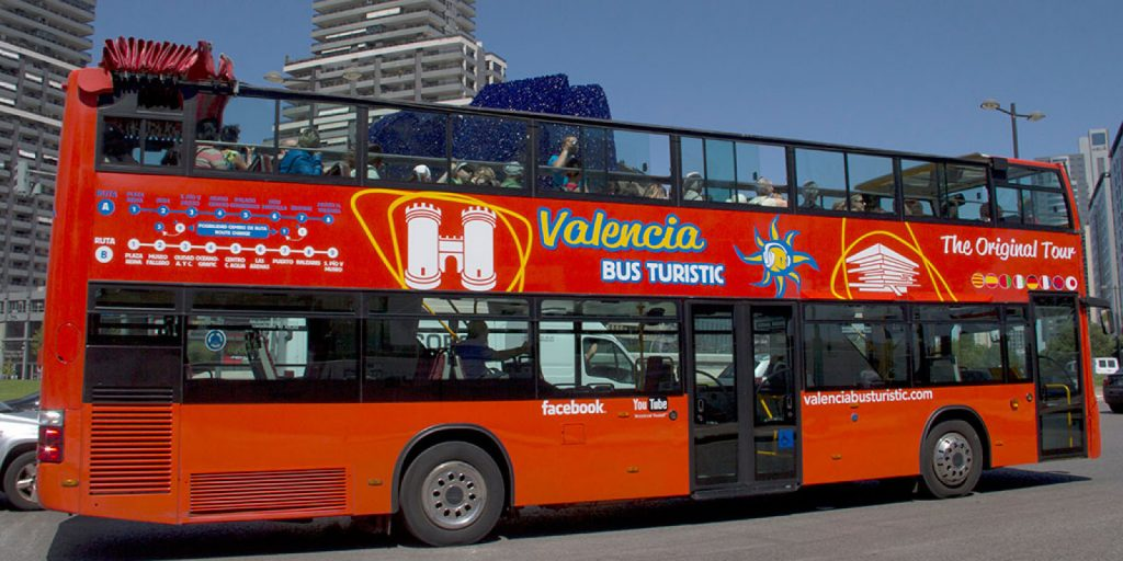 Автобус для туристов в Валенсии