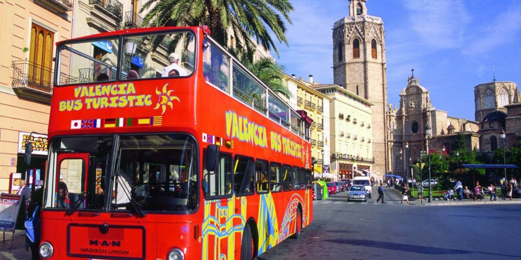 Туристический автобус в Валенсии