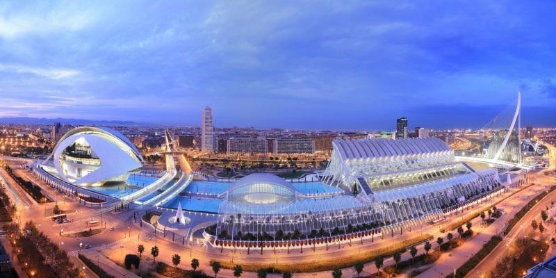 Город искусств и наук: что стоит знать туристу?