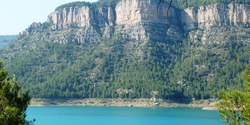 Монтанехос: термальный источник, река и подводный город
